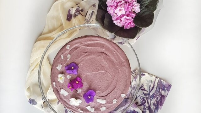 Ljubičica torta sa integralnim keksom, kokosom i čokoladom